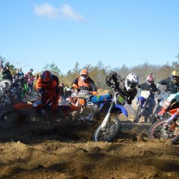 First turn action at the 2016 Wood Chopper Special Hare Scrambles. Photo Credit: Leanne Dutlinger